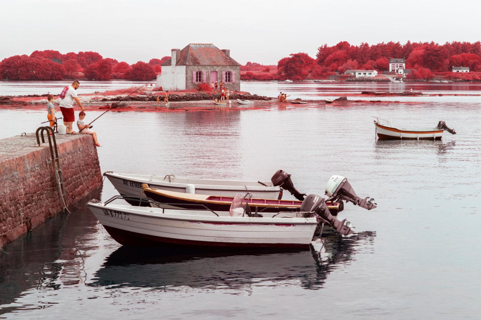 Bretagne-Morbihan-tourisme-patrimoine-nature-payage-infrarouge-aerochrome-alternatif-rouge-artiste-photographe-Pierre-Louis-Ferrer