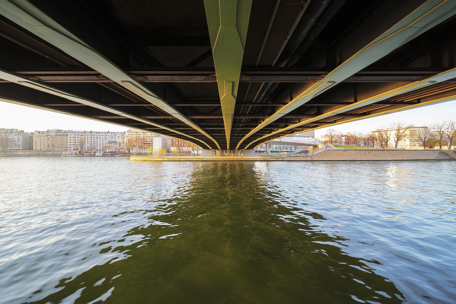 Pont de Grenelle : Laowa 12mm, F/8, 1/30s, 400iso