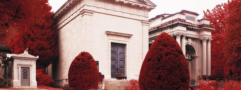 Cimetière du Père Lachaise en infrarouge, issu de la série Happy Day de Pierre-Louis Ferrer