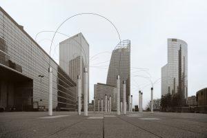 Les Utsurohi sur l'esplanade de la Défense ultraviolette en photographie en ultraviolet, par Pierre-Louis Ferrer.