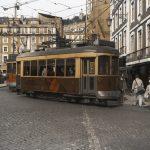Photographie de rue en ultraviolet issue de la série I LUV LISBOA réalisée à Lisbonne par Pierre-Louis Ferrer. Tramway typique.