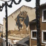 Photographie de rue en ultraviolet issue de la série I LUV LISBOA réalisée à Lisbonne par Pierre-Louis Ferrer. Graffiti de Tami Hopf.