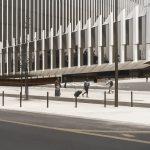 Photographie de rue en ultraviolet issue de la série I LUV LISBOA réalisée à Lisbonne par Pierre-Louis Ferrer. Façade du siège d'EDP