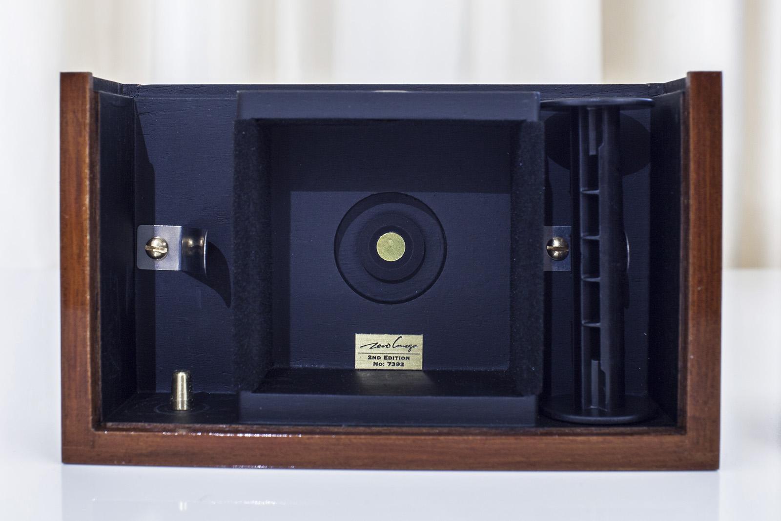 Présentatation de l'appareil photographique à sténopé Zero 2000 de Zero Image par Pierre-Louis Ferrer.