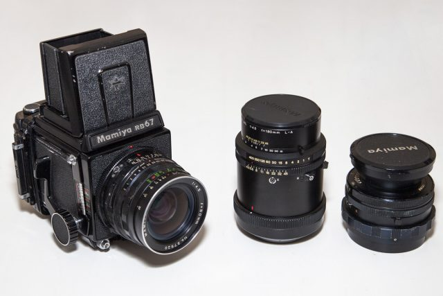 Boitier Mamiya RB67 argentique 6x7 et ses objectifs.