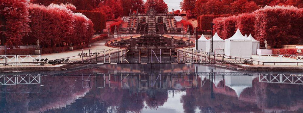 Première partie du festival de musique Rock en Seine couvert en infrarouge aerochrome numerique par Pierre-Louis Ferrer.