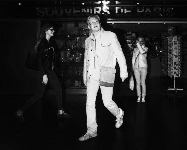 Vie du métro parisien. Photographie au flash infrarouge issue de la série Underground et réalisée par le photographe Pierre-Louis Ferrer, spécialiste en photographie dans l'ultraviolet et l'infrarouge.