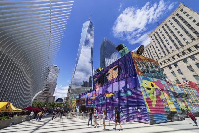 Esplanade de la gare du World Trade Center à New York. Photographie d'architecture réalisée par le photographe Pierre-Louis Ferrer, spécialiste en photographie dans l'ultraviolet et l'infrarouge.