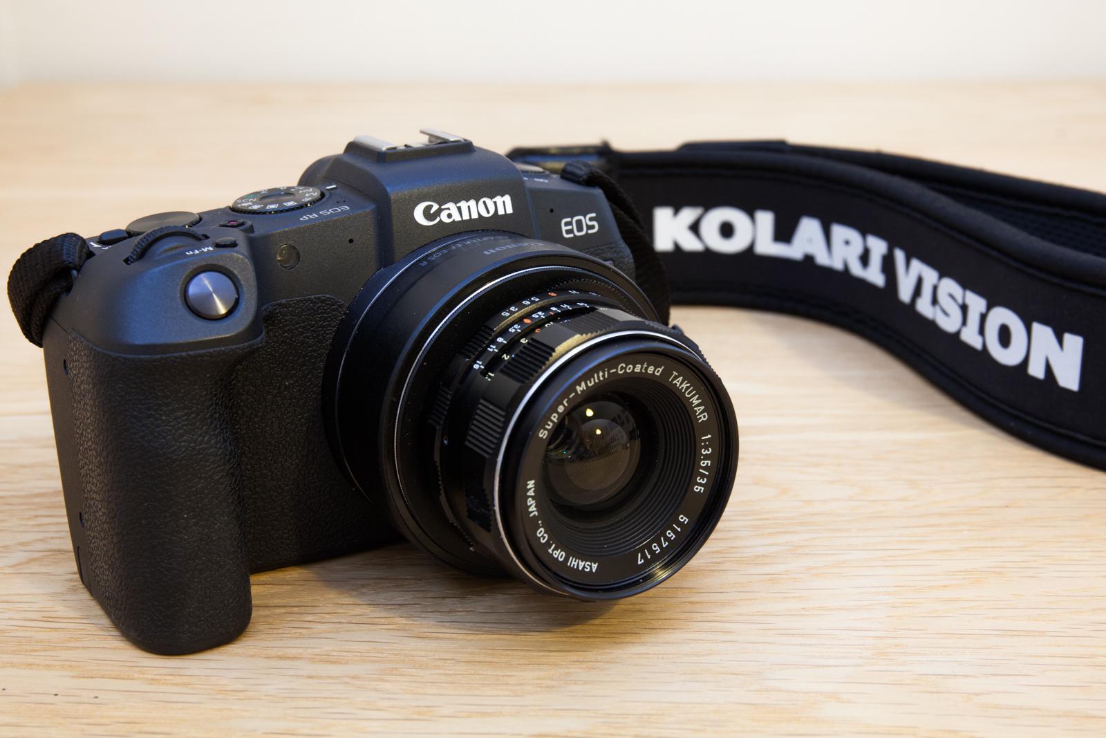 Appareil photo numérique Canon RP modifié pour l'infrarouge et l'ultraviolet et utilisé par le photographe Pierre-Louis Ferrer dans son équipement idéal .