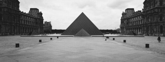 banniere photographie UV ultraviolet noir blanc couleur argentique Ilford Cinestill hasselblad SWC M final 100098050002 15 Copie   Pierre-Louis Ferrer   Portrait au grand angle