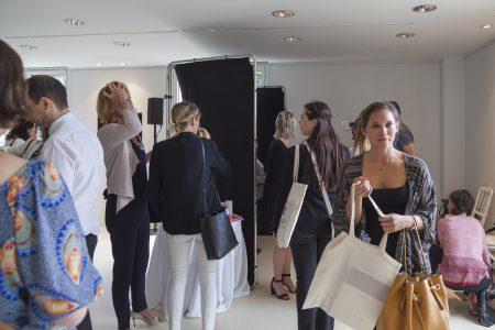 AG de la FEBEA, succès de l'atelier de portrait en ultraviolet du photographe Pierre-Louis Ferrer